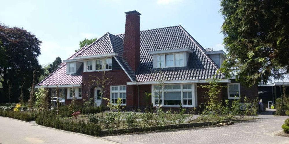 jaren 30 stijl villa met mantelzorgwoning. Deze villa is ontworpen met als ontwerpuitgangspunt de jaren 30 stijl.