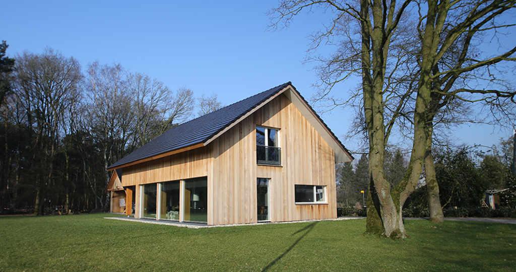 Huis moderne architect huis modern landelijk hellend dak for Architecten moderne stijl