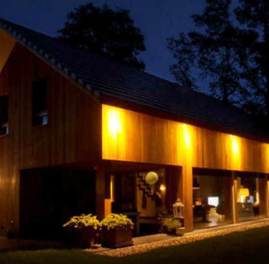 Ontwerp hoogsteder architecten In de landelijke omgeving rondom Nijverdal is deze energie zuinige woning gerealiseerd.De hoge isolatiewaarde van de gevels, de aandacht voor de luchtdichte details en de positie van de ramen zorgen voor een energiezuinige basis voor de woning.