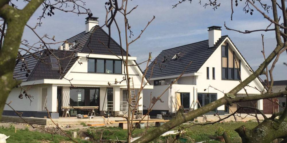 Moderne villa_hoogsteder architecte_ witte gevels_donkere dakpannen_onder architectuur ontworpen_villa_zelfbouwen_hoogsteder_architect_raalte