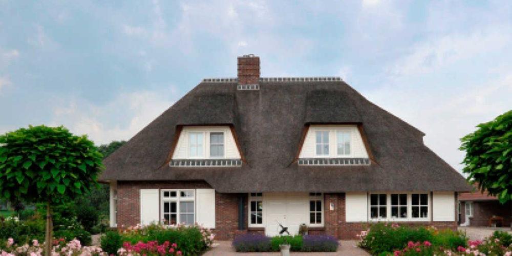 Rietgedekte rode klassieke woning Hoogsteder architecten architect raalte ron Lemelerveld