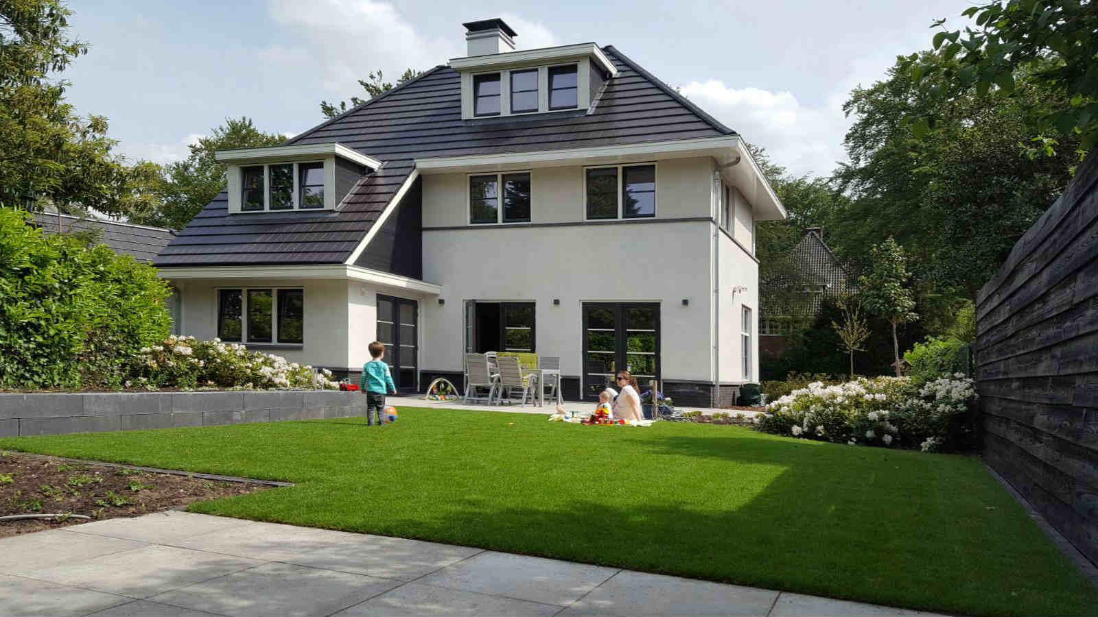 moderne woning strak wit gestuct stucwerk dakpan dakkapel architectenbureau architect