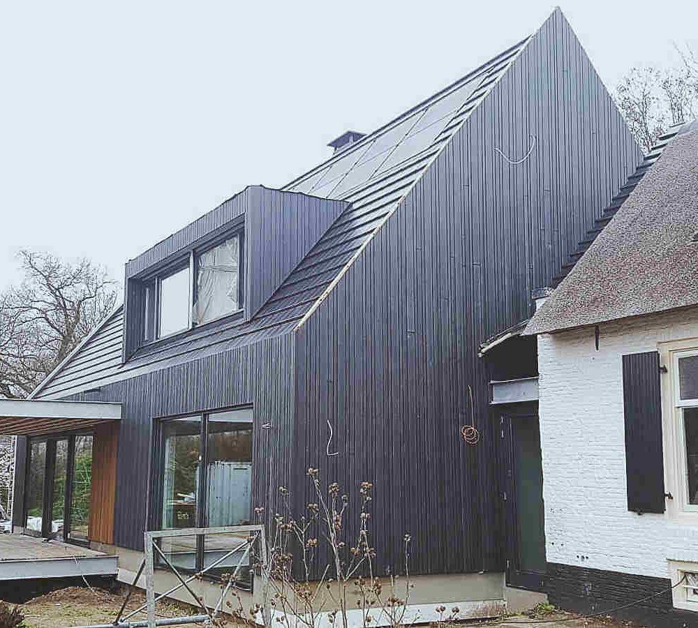 Moderne woning hout zwart tolhuis raalte gemeentelijk monument glas staal modern hoogsteder architecten