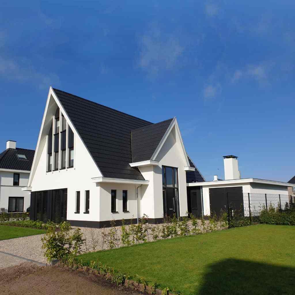 Hoogsteder architecten Raalte Nieuwbouw woning witte gevels zwart hout_modern