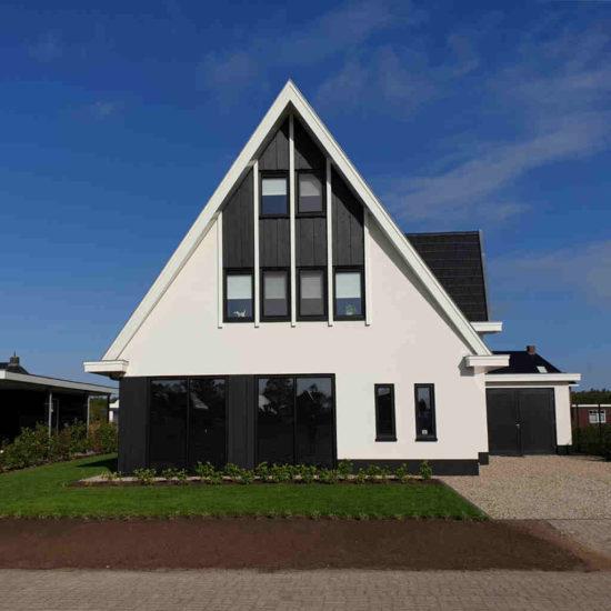 wit gestuct moderne nieuwbouw woning strak veel licht meerwaarde